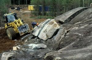 Rakennuskiviesiintymän koelouhintaa. Kiuruvesi, Hukkavuori. (Kaavin Kivi Oy). Kuva Jari Väätäinen, GTK.